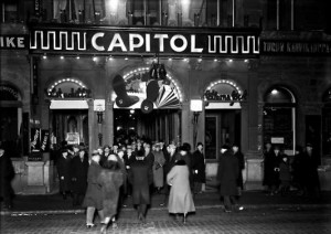 Bio Capitol in Helsinki, audiences entering in 1931. Photo: Helsinki City Museum/Olof Sundström