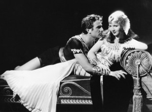 Claudette Colbert as Cleopatra and Henry Wilcoxon as Marc Anthony in Cleopatra, 1934. - During the 1980's the films massive outdoor sets were found outside Hollywood, covered in sand. Excavating Hollywood history...